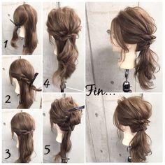 クリスマスや忘年会、お正月などイベントが盛り沢山の年末年始。予定やTPOに合わせ、コーデだけでなくヘアアレンジも楽しみましょう!ねじり・くるりんぱだけの簡単アレンジをご紹介します。 Second Day Hairstyles, Work Hairstyles, Ponytail Hairstyles, Bridal Hair And Makeup, Hair Makeup, Summer Wedding Hairstyles, Hair Arrange, Ponytail Styles, Julia
