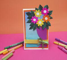 Renkli Vazom ; Bu projemizde STABILO woody 3 in 1 ve STABILO Trio Scribbi kalemleri ile çok renkli ve çok keyifli bir vazo hazırlayacağız. Bu vazoyu dilerseniz bir tebrik kartına dönüştürebilir, dilerseniz masa süsü olarak kullanabilir ya da duvarınıza asabilirsiniz.