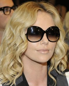 Charlize is wearing Tom Ford Shades!❤