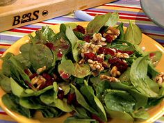 Low Calorie Recipes ex Spinach Salad with Dried Cranberries, Walnuts and Pomegranate Vinaigrette