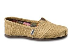 TOMS Women's Classic Woven Slip-on: Classic, burlap upper, elastic gore for easy fit, suede footbed. with every pair of shoes you purchase, toms will give a new pair of shoes to a child in need. Women's Shoes, New Shoes, Me Too Shoes, Shoe Boots, Shoe Bag, Dream Shoes, Shoes Style, Lace Toms, Tejidos