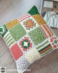 Basketweave Tunisian Crochet Pillow - Page 12 of 35 - apronbasket .com Basketweave Tunisian Crochet Pillow crochet, crochet patterns, crochet patterns free, crochet hair Crochet Cushion Cover, Crochet Pillow Pattern, Crochet Cushions, Crochet Motif, Cushion Covers, Free Crochet, Crochet Quilt, Knit Pillow, Point Granny Au Crochet
