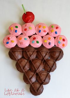 Ridiculously Creative Ways To Decorate Cupcakes Or arrange a bunch of cupcakes into a giant ice cream cone.Or arrange a bunch of cupcakes into a giant ice cream cone. Cupcake Torte, Cupcake Cones, Cupcake Birthday Cakes, Girl Birthday Cakes Easy, Birthday Ideas, Cupcake Cake Designs, 2 Year Old Birthday Party Girl, 9th Birthday Cake, Purple Birthday