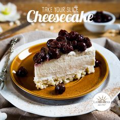 NEW 2018 - Cheesecake alle visciole e noce moscata di Gelateria La Romana - Semifreddo cake with a shortcrust base and creamy combination of fresh cheeses, decorated with visciole cherries in syrup and a dusting of nutmeg.