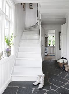 I like luxury and cottage.David call the Builder.This white cottage is located on Vato in Sweden Swedish Cottage, White Cottage, Cottage Style, White Staircase, Basement Staircase, Halls, Painted Stairs, Scandinavian Home, Archipelago
