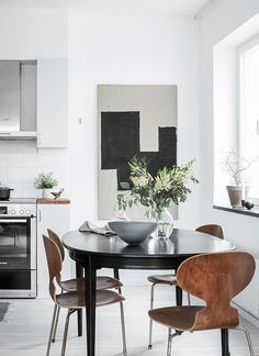 If you want to add a special touch to your Scandinavian dining room lighting design, you have to read this article that is filled with unique tips. Dining Room Design, Dining Area, Dining Rooms, Dining Chairs, Kitchen Interior, Kitchen Decor, Kitchen Styling, Room Interior, Dining Room Inspiration