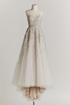 Vintage Bridal Style and Dreamy Wedding Inspiration from the BHLDN Spring 2015 Collection Vintage Prom, Popular Wedding Dresses, Vintage Inspired Wedding Dresses, Vintage Bridal, Unique Dresses, Vintage Dresses, Vintage Weddings, Unique Vintage, Pretty Dresses