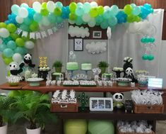 Prepare for panda cuteness, because these panda party ideas will knock your socks off! We are totally loving this new party trend! Baby Shower Decorations Neutral, Baby Girl Shower Themes, Unique Baby Shower, Baby Shower Parties, Panda Birthday Party, Panda Party, 1st Boy Birthday, Panda Baby Showers, Panda Decorations