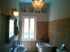 The bathroom. Photo by Thalia. Thalia, Bathtub, Homes, Bathroom, Standing Bath, Washroom, Bathtubs, Houses, Bath Tube