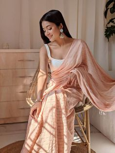 Indian Gowns Dresses, Indian Fashion Dresses, Dress Indian Style, Indian Designer Outfits, Trendy Sarees, Stylish Sarees, Indian Wedding Outfits, Indian Outfits, Saree Jacket Designs