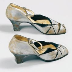 Retro Shoes, Vintage Shoes, Vintage Accessories, Vintage Outfits, Fashion Accessories, Vintage Fashion, Vintage Style, Paul Poiret, Missoni
