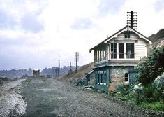 New Basford Signal Box (Great Central Main Line), looking north. Abandoned Buildings, Abandoned Places, Connor Homes, Disused Stations, Steam Railway, Derbyshire, Nottingham, Vintage Pictures, Trains
