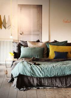 On relooke son lit à prix mini en mélangeant ses parures de lit.Plus d'idées à prix mini pour embellir sa maison sur le blog#sweethomesmartlife - #home #interiordesign #bedroom #sheets #colors