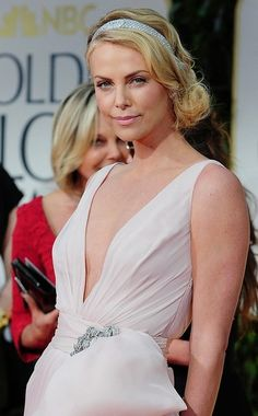 Golden Globes Red Carpet 2012 - Charlize Theron - Custom Dior