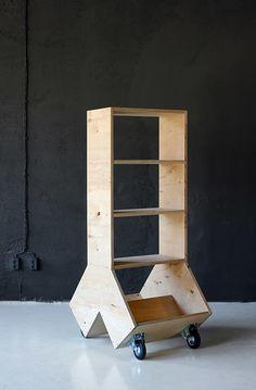 Le studio BulgaredontDIY signe cette collection de mobilier en contreplaqué intituléFurniture P01 Plywood.