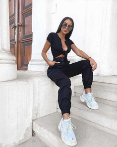 Yes, cargo pants are back in fashion, so I am happy to share with you ideas how to wear them on the streets. See my favorite looks with cargo pants. White Cargo Pants, Cargo Pants Outfit, White Pants Outfit, Skinny Cargo Pants, Cargo Pants Women, Pants For Women, Women's Pants, Aesthetic Clothes, Fashion Pants
