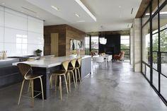 Wohnhaus Design-offene Bauweise Küchenbereich-Esszimmer Beton Boden Glaseinsatz