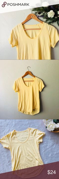 Wilfred Tandis T-Shirt This Tee is in excellent condition! Size XS  Pit to pit is approx 16.5 Inches  Length is approx 24 Inches  All measurements are from flat lays  Smoke and pet free home! No flaws like stains or holes! No modeling No trades! Aritzia Tops Tees - Short Sleeve