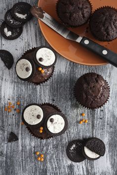 Owl cupcakes with mini-oreo eyes!