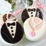 Hershey Kiss wedding favors are a sweet display of affection.  There are many ways of incorporating these sweet treats into your wedding, whether for taste or pure decoration.