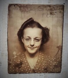 """VINTAGE 1940'S PHOTOBOOTH PHOTO - LADY NAMED DOROTHY - SIZE 2"""" X 1.5"""" TOTAL in Collectibles, Photographic Images, Contemporary (1940-Now) 