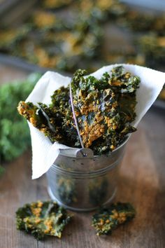 Nacho Cheese Kale Chips - Super crispy and addicting! Made with tahini and nutritional yeast (Nacho Cheese Recipe) Vegan Snacks, Healthy Snacks, Snack Recipes, Vegan Recipes, Cooking Recipes, Cooking Kale, Vegan Blogs, Savory Snacks, Yummy Snacks