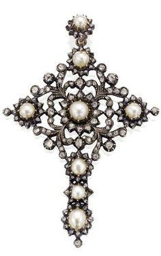 Avalaya Large Victorian Filigree Imitation Pearl Crystal Cross Brooch (Antique Silver) PGm239Uj