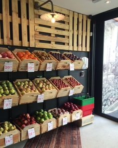 Fruit And Veg Shop, Fruit And Vegetable Storage, Vegetable Stand, Vegetable Shop, Fruit Stands, Retail Store Design, Shop Interiors, Grocery Store, Farmers Market