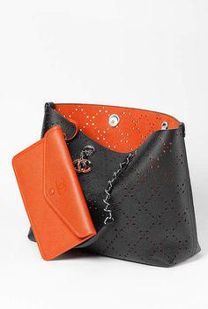 Grand sac&nbspshopping, veau grainé & métal argenté laqué-noir & orange - CHANEL