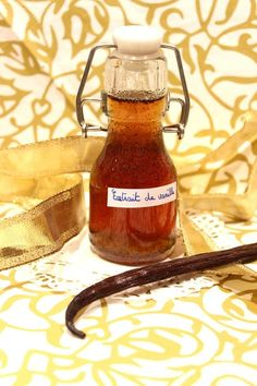Extrait de vanille liquide maison (idée de cadeau gourmand) Chutney, Drink Recipe Book, Vegan Pastries, Desserts With Biscuits, Cookery Books, Gourmet Gifts, Gifts For Photographers, Fitness Gifts, Refreshing Drinks