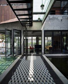 House at Glenhill Saujana / Seshan Design. House in Malaysia - a bitsa, but many interesting ideas and materials