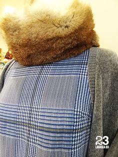 Cuello de piel Karenina, también en azul y berenjena, blusa de gasa y chaqueta de punto de chenilla en #23CB en Lagasca 83. www.facebook.com/23CBCristinaBarrilero.
