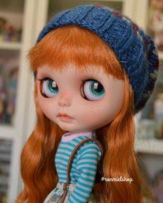 Hola Robin! . . #poisongirldolls #Blythe #Blythedoll #Blytheclothes #doll #dollpic #dollclothes #dollphotography #ronmielshop #toys #toypic #instadoll #instatoy #blythestagram #dollstagram #toysgram #ブライズ#picoftheday #blythegram #customblythe #toyart #カスタムブライス#브라이스 #人形 #커스텀브라이스 #кукла #искусствокуклы #Блайз