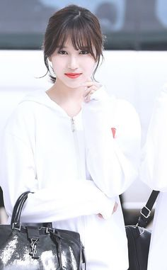 Qué linda se ve mina 😍💕 Nayeon, South Korean Girls, Korean Girl Groups, Twice Fanart, Sana Momo, San Antonio, Twice Kpop, Myoui Mina, Tzuyu Twice
