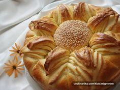 Suncokret pogaca by bambona — Coolinarika Bread Head, Bread Art, Serbian Recipes, Hungarian Recipes, Snack Recipes, Cooking Recipes, Snacks, Chhiwat Ramadan, Challa Bread