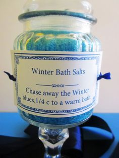 Homespun With Love: Winter Blues Bath Salts & DIY Pedestal Jar - puntoprecisoapp Craft Font, Bath Salts Recipe, Blue Bath, Bath Soak, Diy Spa, Homemade Beauty Products, Beauty Recipe, Home Made Soap, Making Ideas
