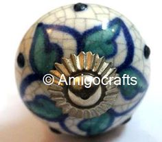 http://www.amigocrafts.com/ProductDetail.aspx?m=0&c=0&sc=22&q=1154&tag=White%20Round%20Flower%20Crackle%20Knob
