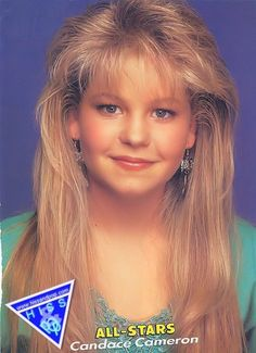"""DJ Tanner from the show, Full House, wears a large """"mane"""" hairstyle from the early Candace Cameron Bure, Candice Cameron, Dj Tanner, Feathered Bangs, Feathered Hairstyles, All Star, 90s Girl, 90s Hairstyles, Teenage Hairstyles"""