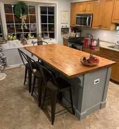 Farmhouse Kitchen Island, Kitchen Island Decor, Modern Kitchen Island, Small Space Kitchen, Kitchen Tops, New Kitchen, Small Kitchens, Kitchen Islands, Small Spaces