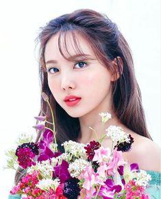 Kpop Girl Groups, Kpop Girls, Twice Jyp, Cute Kids Pics, Nayeon Twice, Im Nayeon, Girl Bands, Pretty And Cute, Beautiful Asian Women