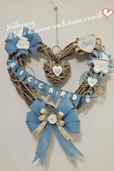 Fiocco di nascita un cuore di vimini  per il benvenuto Baby Crafts, Diy And Crafts, Holidays And Events, Baby Boy Shower, Fabric Flowers, New Baby Products, Sewing Crafts, Decoupage, Wreaths