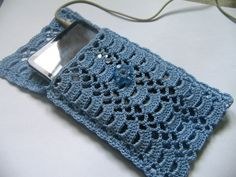 And to make you avail with the funky patterns and designs we dug the web and brought out these 35 unique and adorable crochet mobile phone covers. I pad, Samsu Cell Phone Pouch, Diy Phone Case, Crochet Gifts, Diy Crochet, Crochet Pouch, Crochet Flower, Smartphone, Handmade Mobile Cover, Crochet Phone Cover