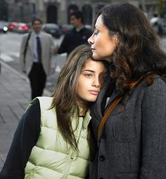 """Love Lessons Moms Should Teach Daughters - Learn From Loss - Your daughter will never need your advice, and shoulder, more than when she's brokenhearted. Remind her that it's OK to feel pain, but a breakup can be a lesson in itself. """"Nothing teaches a woman more about herself than losing love"""
