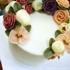 Mari Orchid flower cake♥ 호접란과 목련꽃으로 화려하게 만든 플라워케이크입니다☺ #flowercake #maricake #flower #cake #class #buttercreamrose #buttercreamflower #buttercream #buttercreamcake #rose #orchid #magnolia #ranunculus #baking #vscofood #instafood #instaflower #instacake #foodstagram #flowerstagram #flowercakeclass #플라워케이크 #마리케이크 #케이크 #먹스타그램 #맛스타그램 #꽃스타그램 #빵스타그램 #호접란