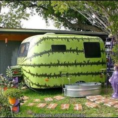 If you're unfamiliar with Vintage Trailers, they're an enjoyable, cute, lightweight choice if you wish to get out and do some camping. If you're acquainted with vintage trailers, … Little Campers, Retro Campers, Retro Caravan, Vintage Campers, Vintage Rv, Happy Campers, Vintage Stuff, Kombi Trailer, Camper Trailers
