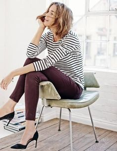 what to wear with eggplant jeans best outfits - dresses for work Plum Pants Outfit, Burgundy Jeans Outfit, Cute Dress Outfits, Plum Jeans, Burgundy Skinny Jeans, Dark Jeans, Colored Pants, Colored Denim, Fall Winter Outfits