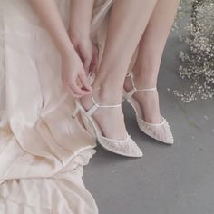 Need a low heel for your wedding day? These bridal kitten heels are comfortable, easy to dance in and so beautiful! With pleated tulle, pearl embellishment & dainty ankle straps, we love the Bella Belle Elena heels! #bridal #bridalshoes #weddingshoes #weddingheels #bridalheels #bellabelleshoes #bellabelle @bellabelleshoes