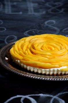 Create an amazing mango flower topping for a cheesecake or tart. Easy steps to help you achieve this beautiful topping. Mango Flower, Mango Mousse Cake, Tart, Cheesecake, Easy Meals, Baking, Flowers, Desserts, Recipes