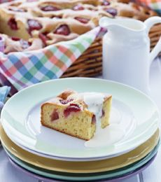 Strawberry Picnic Cake - The best things in life are often the simplest. That's why you will love this terrific strawberry cake. It's perfect for a picnic or an afternoon in the sun! All you need now is a cup of tea.