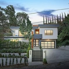 5 beds | 4 baths | 3,850 sq ft | 📱 Text 'H90' to 555-888 for more information such as pricing, or if you're interested in this property! | Located south of the boulevard on a cul-de-sac in prime Studio City, this newly rebuilt contemporary masterpiece offers endless possibilities to make your own. The sprawling 5 bed (3 upstairs and 2 down), 4.5 bath home features a massive open floorplan packed with modern features. Windows and glass doors fill the main floor with natural light, giving way…